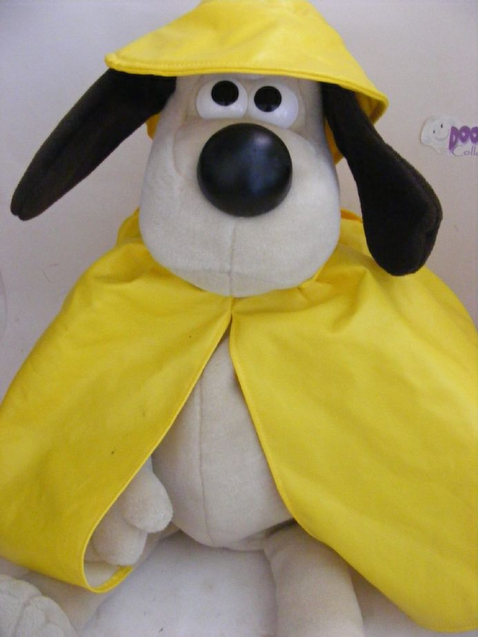 "MODERN 16"" RAINY DAY GROMIT BACKPACK FROM WALLACE & GROMIT"